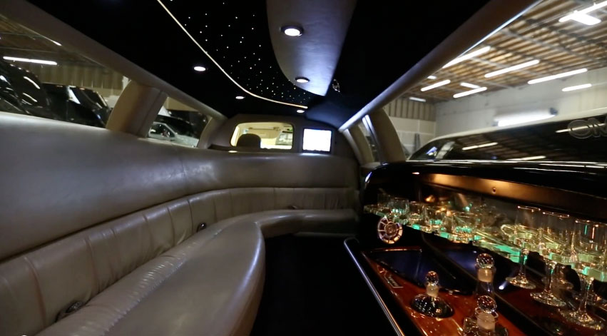 Lincoln town car stretch limo in new york