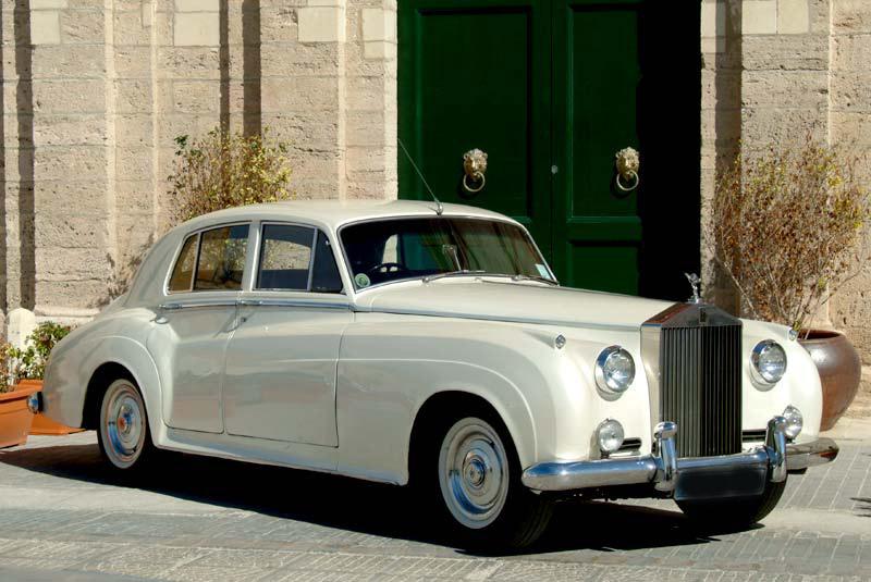 Long-Island-1967-Rolls_Royce-White